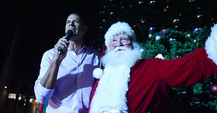 MSM Miami Shoot Magazine-Merrick Park Lighting Ceremony-Shane Battier & Santa-Miami Heat